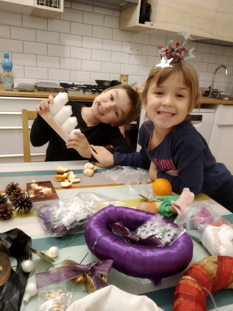 Tonča a Igy při vánočním zdobení